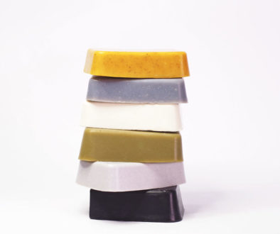 Naturally coloured soaps